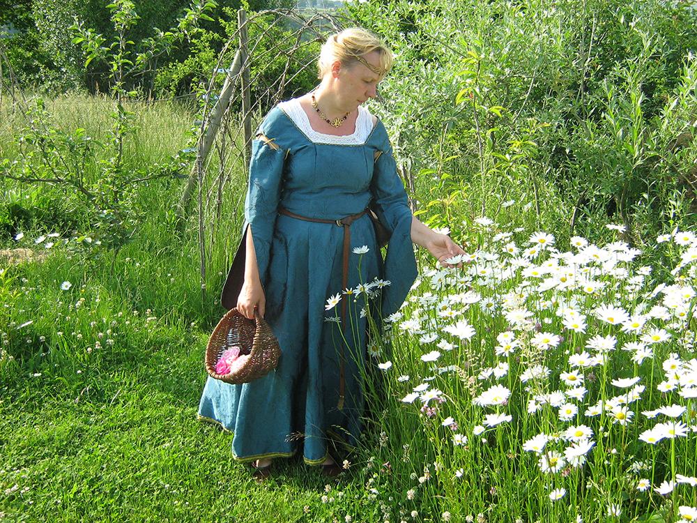 Dame Ysalaïs dans le Courtil de Rocfeuilh