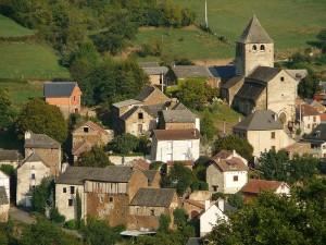 Vue d'ensemble du village médiéval de Lagarde Viaur - Montirat (Tarn)